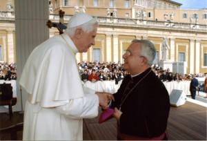 D. Jesús Murgi con su Santildad